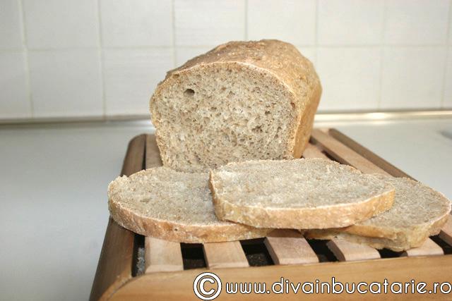paine-simpla-cu-miere-de-albine