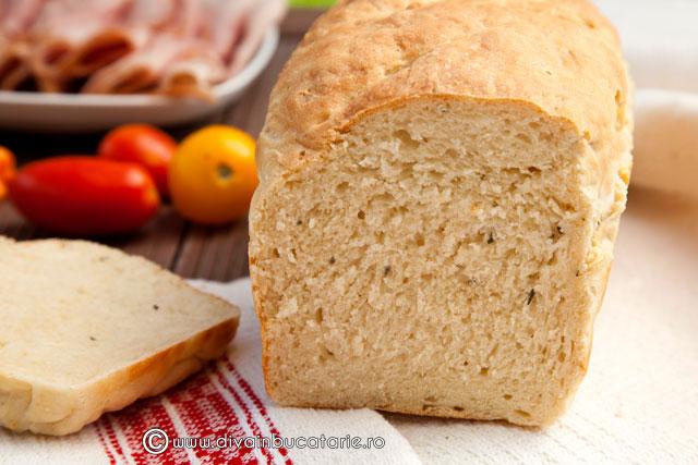 paine-cu-iaurt-si-rozmarin