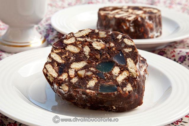 salam-de-biscuiti-cu-rahat-stafide-si-cacao