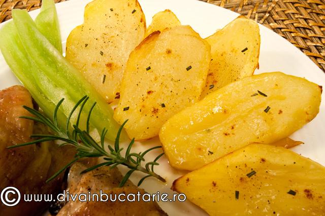 cartofi-la-cuptor-cu-rozmarin