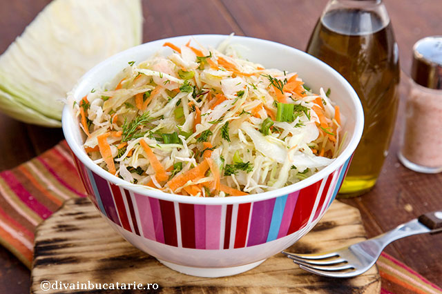 salata-de-varza-cu-morcov-si-ceapa-verde