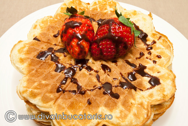 waffe-~-gaufre-cu-topping-ciocolata
