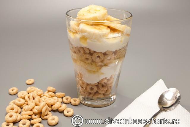 iaurt-cu-cereale-si-banane
