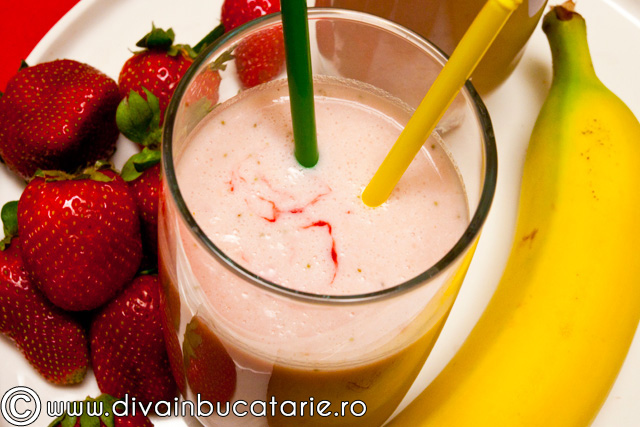 -milkshake-de-capsune-si-banane