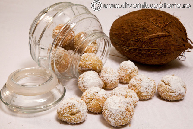 biscuiti-cu-nuca-de-cocos