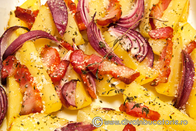 cartofi-cu-bacon-si-ceapa-rosie