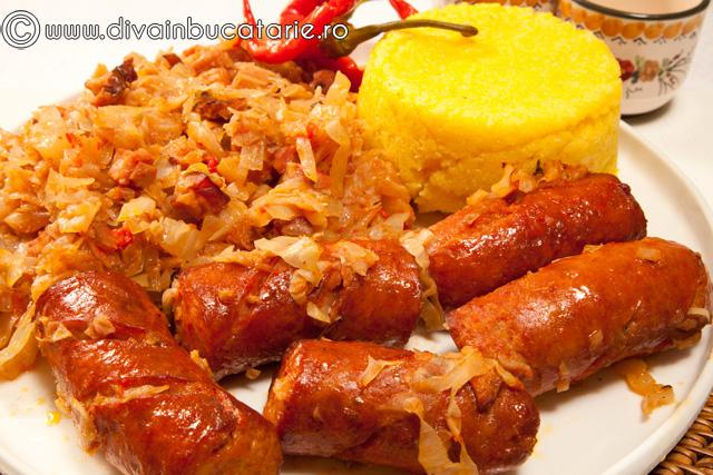 varza-calita-cu-bacon-si-carnati