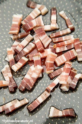 ciorba-de-salata-cu-afumatura-si-omleta-a-1