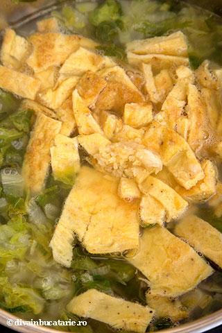 ciorba-de-salata-cu-afumatura-si-omleta-a-5