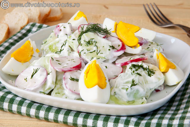 salata-de-castraveti-cu-iaurt-si-oua