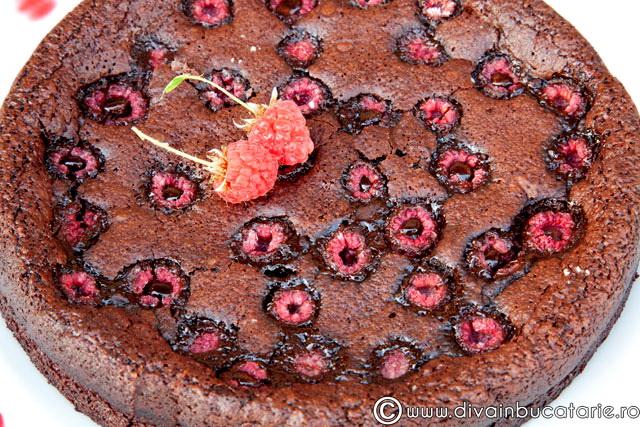 tort-ciocolata-cu-zmeura-3