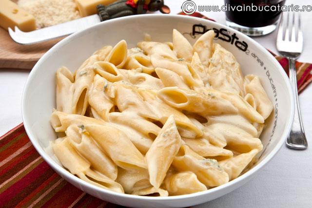 PENNE-4-FORMAGGI-gorgonzola-parmezan-emmentaler-mozzarella