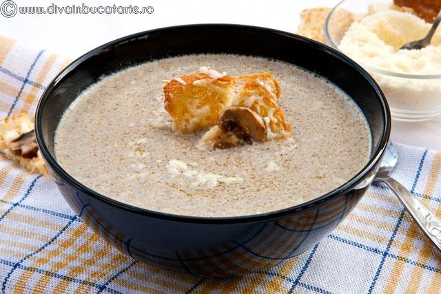 supa-crema-ciuperci-cu-gorgonzola