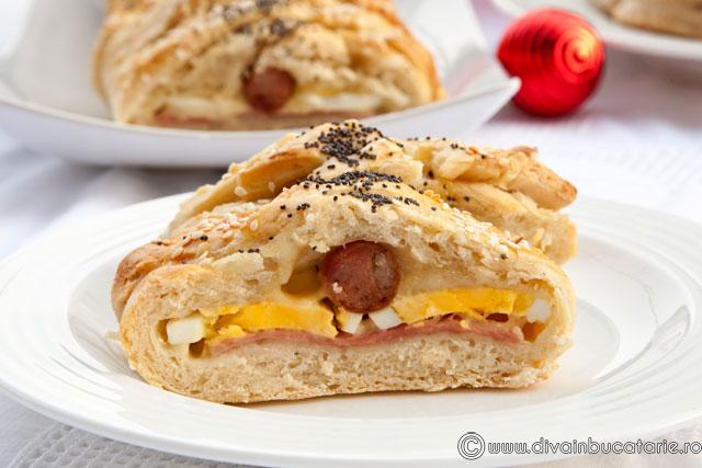 paine-umpluta-cu-sunca,-cascaval,-oua-si-carnati-4