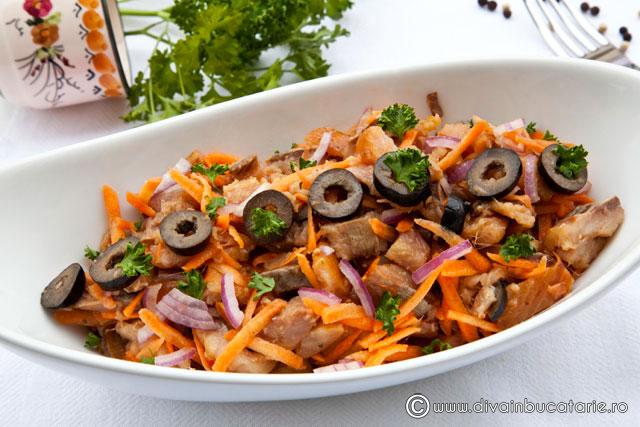salata-de-hering-afumat-cu-morcov-ceapa-masline