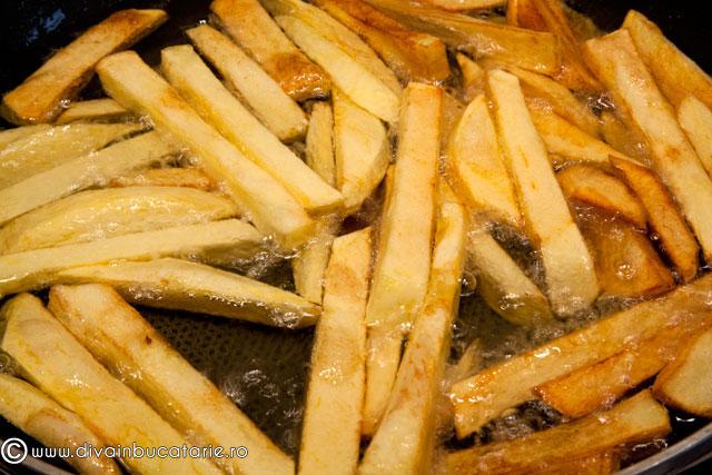 omleta-cu-cartofi-prajiti-2