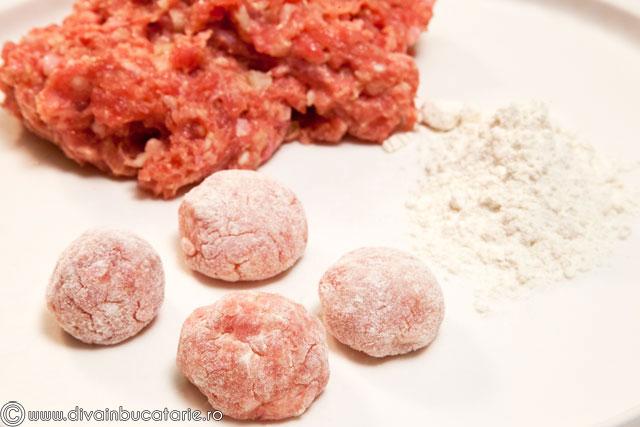 perisoare-de-curcan-in-sos-de-rosii-cu-ciuperci-1