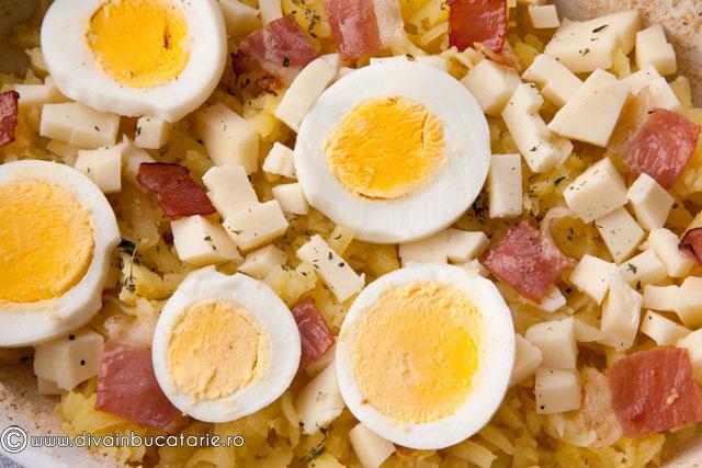 cartofi-gratinati-cu-oua-si-bacon-3