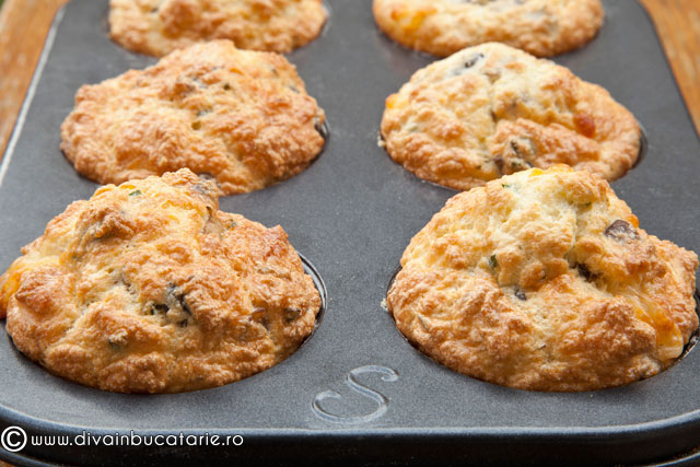 muffins-cu-cascaval-si-ciuperci-3