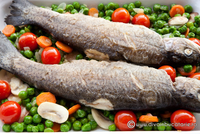 pastrav-pe-pat-de-legume-picante-3