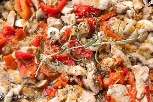 tocanita-de-porc-cu-ciuperci-si-ardei-copti-3