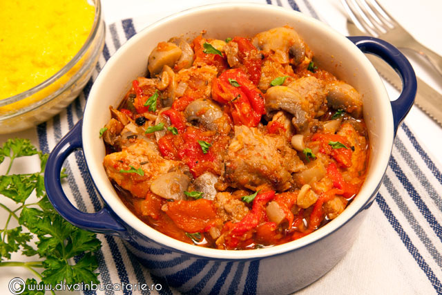 tocanita-de-porc-cu-ciuperci-si-ardei-copti