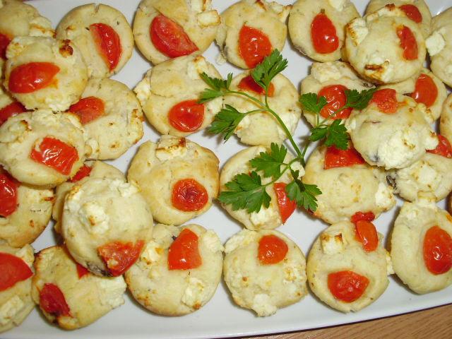 muffins-cu-rosii-si-feta