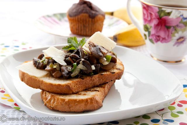 toast-cu-ciuperci-si-parmezan