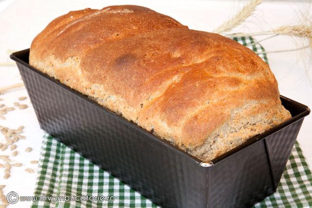 paine-semi-integrala-cu-lapte-si-iaurt-3