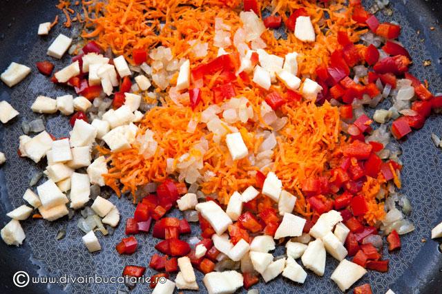 ciorba-de-cartofi-cu-rosii-si-lestean-1