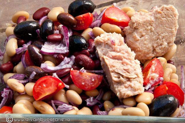 salata-de-fasole-boabe-cu-ton-si-rosii-1