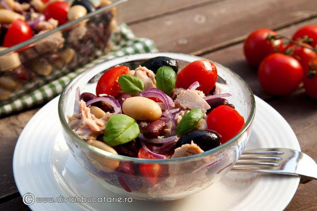 salata-de-fasole-boabe-cu-ton-si-rosii