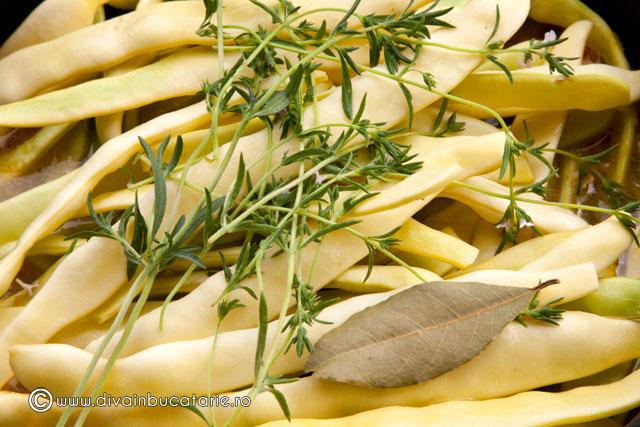 mancare-de-fasole-pastai-galbene-cu-suc-de-rosii-2