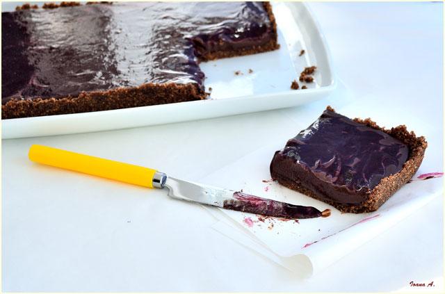 tarta-cu-ciocolata-si-coulis-cu-mure-1