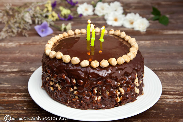 tort-de-ciocolata-cu-crema-nutella-si-alune-de-padure