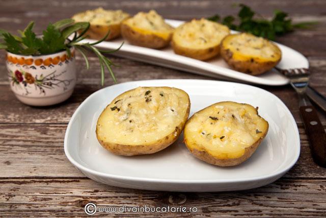 cartofi-copti-umpluti-cu-branzeturi-si-verdeturi-0
