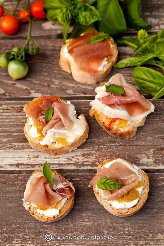 crostini-cu-branza-de-capra,-prosciutto-si-chutney-de-rosii-verzi-6130