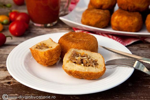 bulete-de-cartofi-cu-carne-tocata-01