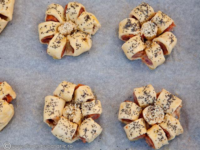 floricele-din-aluat-de-foietaj-cu-carnati-3