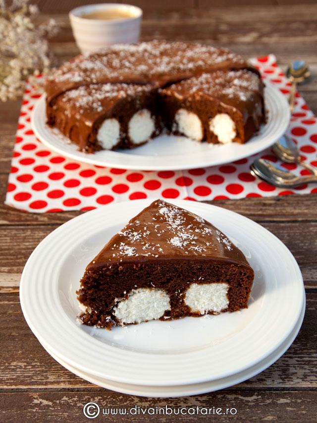 prajitura-cu-ciocolata-si-bile-de-cocos-0