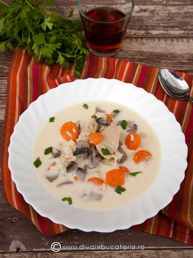 supa-de-pui-cu-ciuperci-si-orez