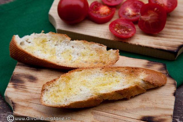 crostini-cu-rosii-si-mousse-de-avocado-1