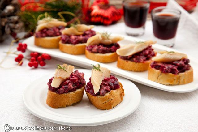 crostini-cu-sfecla-rosie-si-pastrav-afumat