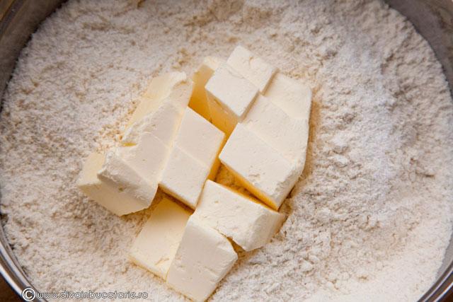 bradut-din-biscuiti-cu-nuca-de-cocos-1