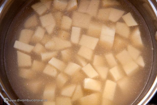 supa-crema-de-mazare-cu-ciuperci-si-sunca-2
