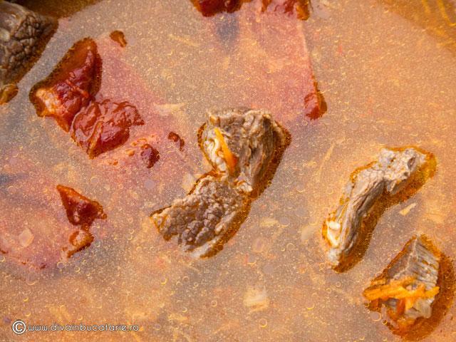 ciorba-cu-varza-acra,-carne-de-vitel-si-afumatura-3