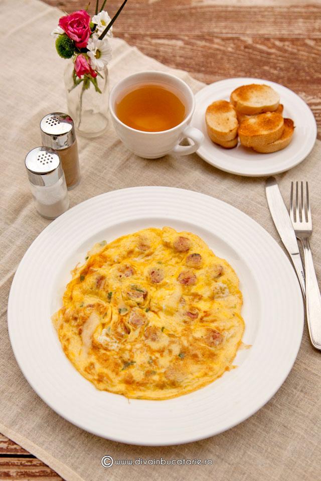 omleta-cu-carnati-si-cascaval-0