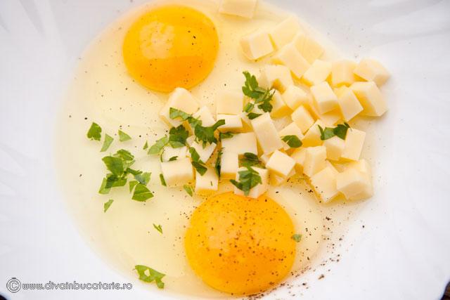 omleta-cu-carnati-si-cascaval-02