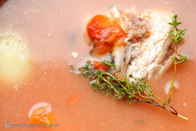 ciorba-de-peste-cu-suc-de-rosii-2