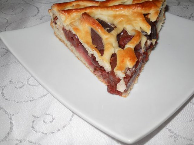cornea-laurentia-tarta-cu-prune-si-visine